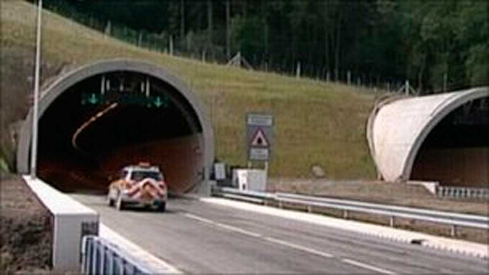 Hindhead tunnel-open